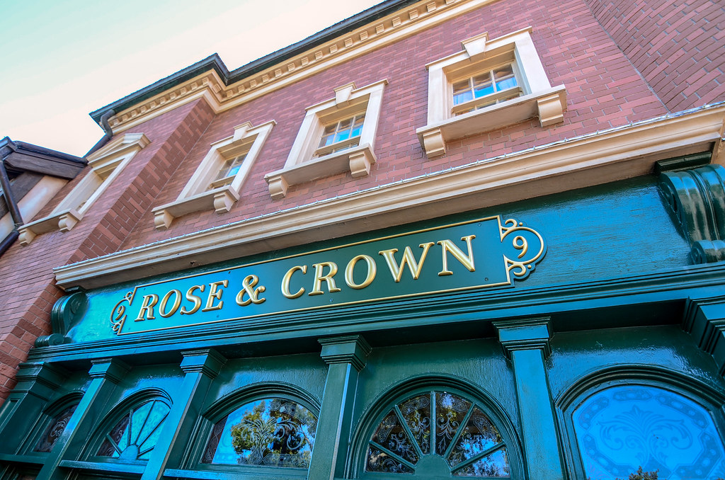 Rose & Crown outside restaurant Epcot