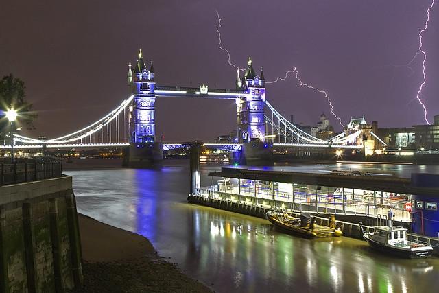 Più Vicino / Closer (Tower Bridge, London, United Kingdom)