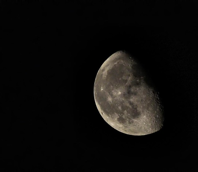 La Lune --- The Moon --- La Luna