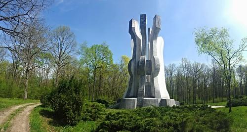 sisak spomenik monument croatia partisans elm brezovica