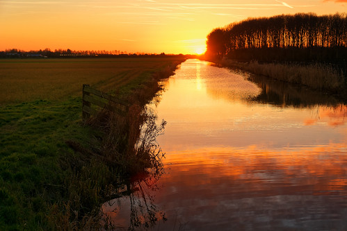 clouds fence landscape reflection sundown trees oostwoud noordholland nederland nl nature sunset dusk scenics outdoors water tree orangecolor lake sunrisedawn sky morning sunlight sun beautyinnature river ruralscene dawn
