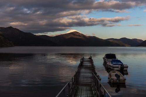 lakeashi 芦ノ湖 日本国 nihoɴ nippoɴ japan 富士山 fujisan island 河口湖 lake 三霊山 volcano boat water sky snow mountain