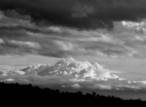 britishcolumbia thundercloud cumulous nuage himmel sky cloudscape dramatic blackandwhite contrast weather storm vancouverisland silouette backlit dark light contraast