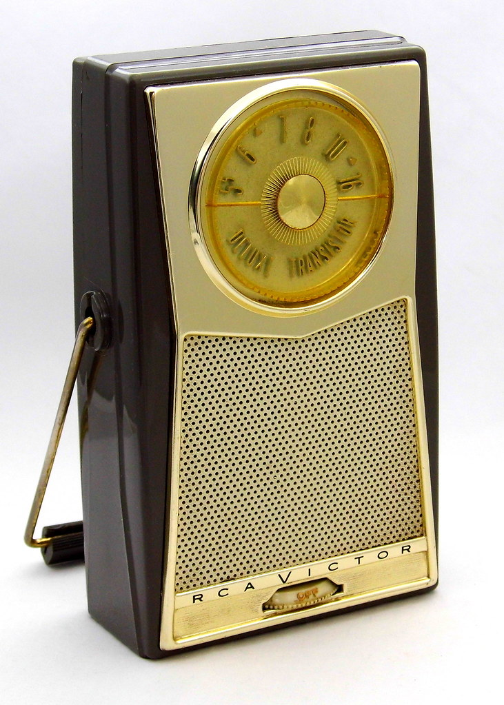 Vintage RCA Victor Transistor Radio, Model 1T4J, AM Band