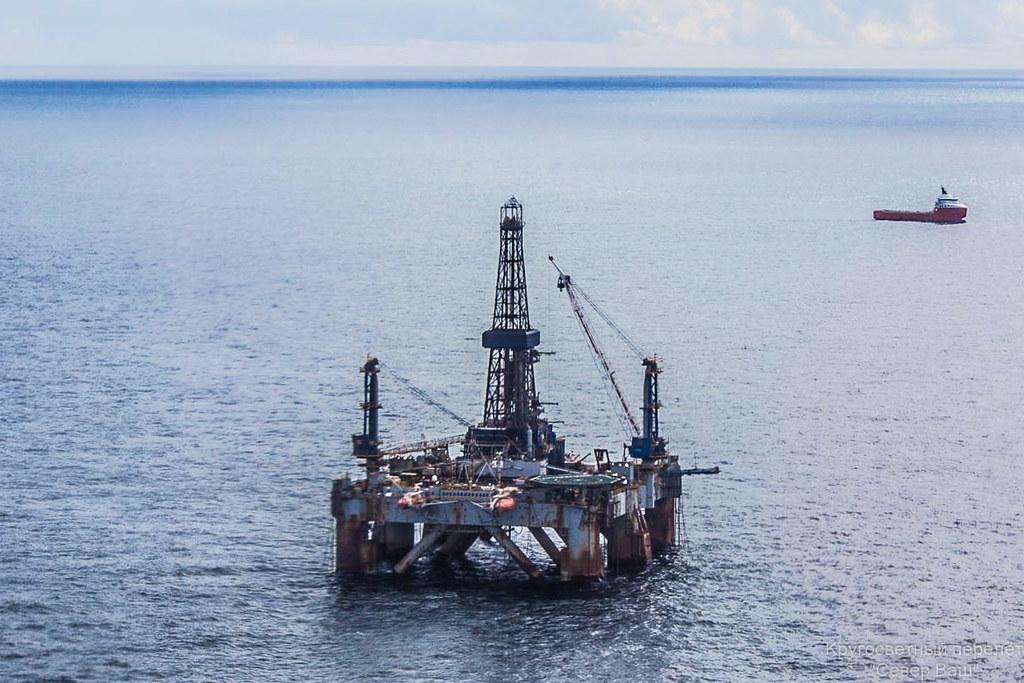 нефтяная платформа в Атлантическом океане
