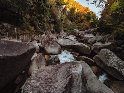 奇岩が立ち並ぶ大渓谷 鬼の舌震(おにのしたぶるい)〜奥出雲おすすめ ...