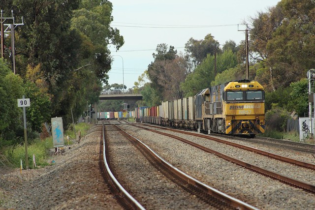 6MA5 coming up to Torrens rd ovingham NR57, NR107, G530