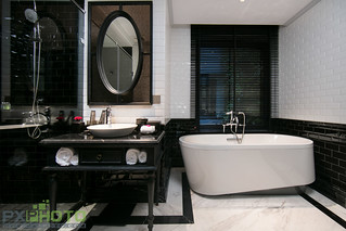Deli Suite bathroom 1