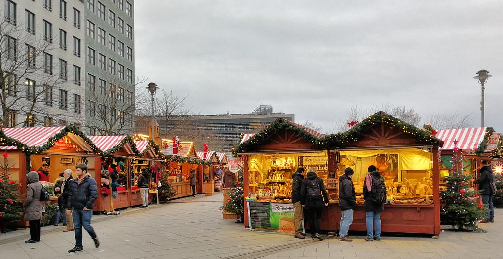 Wo Ist Noch Weihnachtsmarkt.Noch Ein Weihnachtsmarkt Am Bahnhof Friedrichstraße Berli Flickr