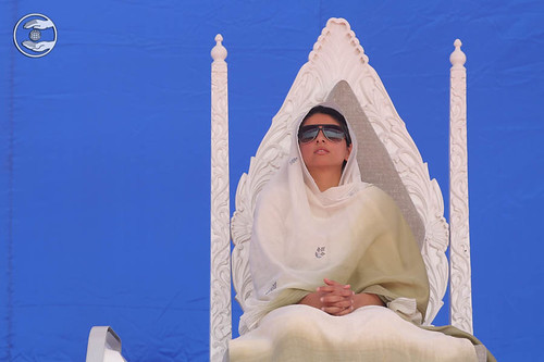Satguru Mata Ji showering blessing