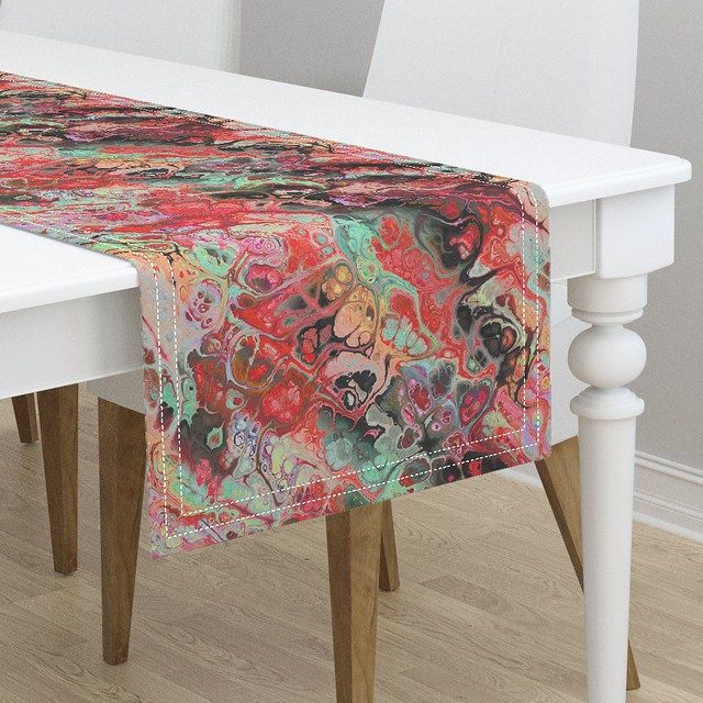 LARGE FLAMINGO MARBLE 1 RED table runner by Paysmage