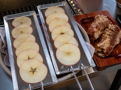 Apple slices to be eaten with the BBQ Meat at Apple Samgyupsal   by huislaw