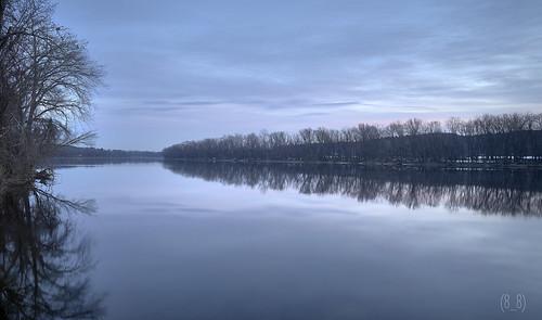 connecticutriver goldenhour dawn reflection reflectionphotography landscape landscapephotography sunrise hatfield pioneervalley massachusetts newengland autumninnewengland autumn