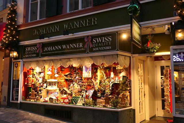 Weihnachtsbaumschmuckausstattungsspezialgeschäft in der Altstadt Basel