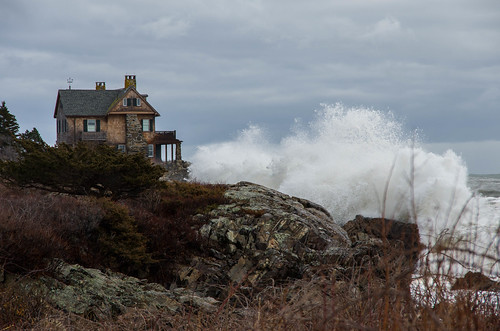 kennebunkport maine storm stonehouse coast atlantic stormsurge waves spray