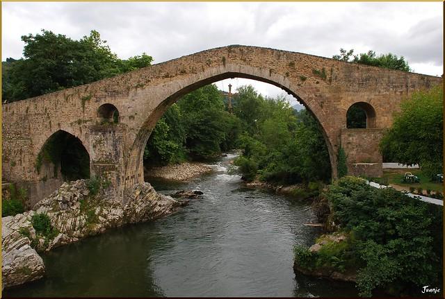 Puente romano (Cangas de Onís, Asturias, España, 29-6-2011)