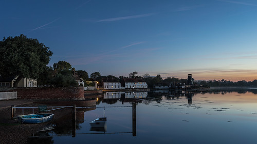 bluehour sunrise langstone langstoneoldmill theroyaloak emsworthharbour longexposure boats