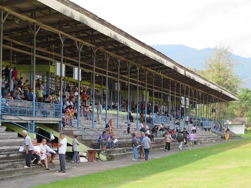 チェンマイ競馬場のスタンド構造