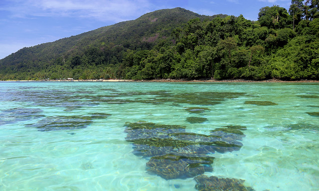 Torquoise water of Adang-Rawi archipelago
