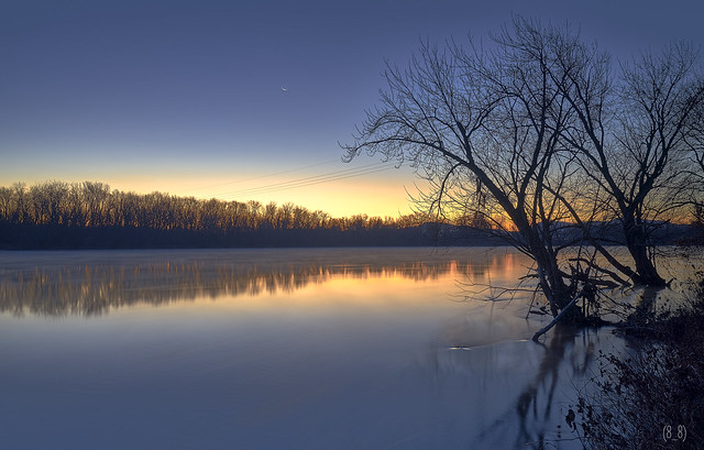Chilly Predawn on the River LE (2098)