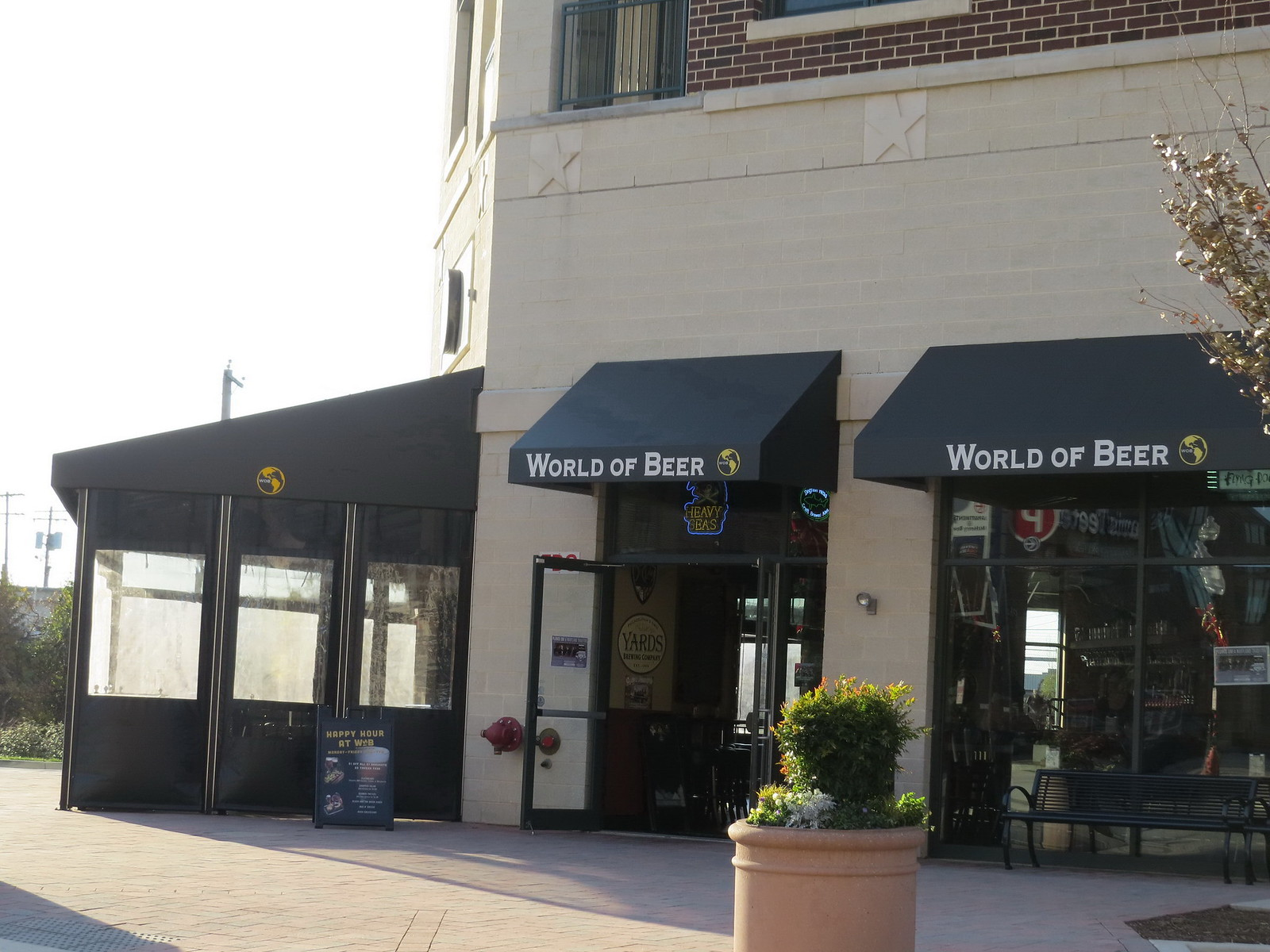 Clear-Curtains-Restaurant-awnings