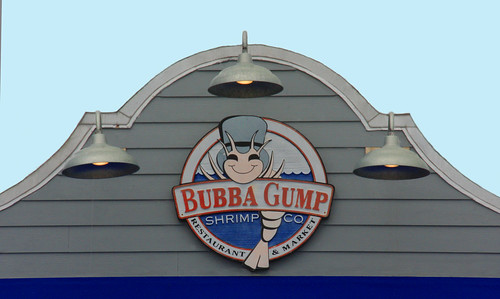 bubbagumpshrimpcompany bubbagumpshrimpco 185boardwalkplace 185boardwalkpl madeirabeach madeirabch florida fl pinellascounty unitedstates usa us america gulfboulevard gulfblvd johnspassinlet johnspassboardwalk touristarea touristtrap touristexcursions recreationarea shops restaurants beaches waterfront waterway saltwater water intercostalwaterway gulfofmexico gulfcoast seafoodrestaurant bar tavern inlet 85boardwalkplacemadeirabeachfl33708 lanterns lights advertisement logo streetlights facade ontopofbuilding billboard restaurantandmarket restaurantmarket cartoonpictureofshrimp shrimp