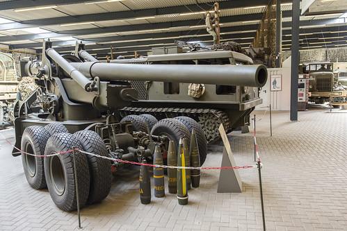 155 mm M1A1 gun