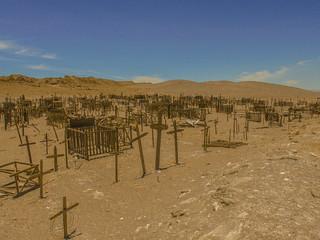 Cementerio abandonado en el desierto de Atacama.