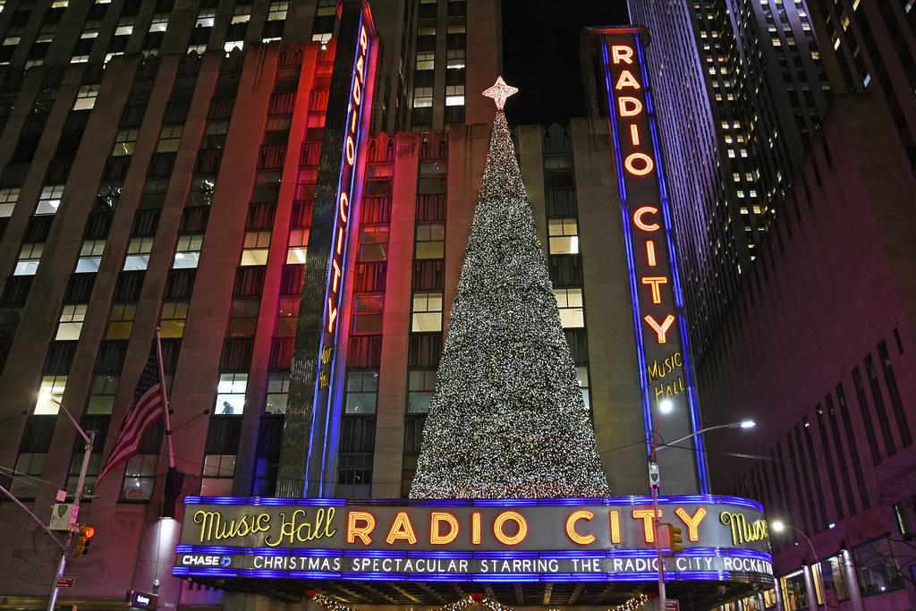 Radio City Music Hall Christmas Spectacular.Picture Of Radio City Music Hall Presenting Their Annual C