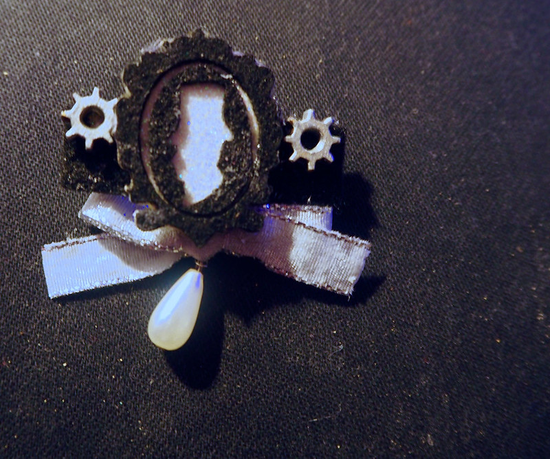 cameo pin with pearl