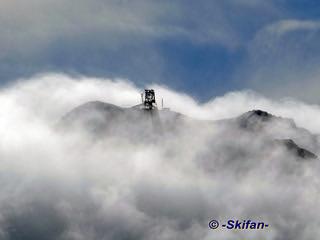 La gare amont du TPH Cime de Caron sort de nuages   by -Skifan-