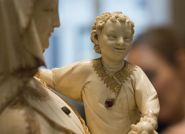 Virgin and Child (ivory, c. 1260), provenance: Sainte-Chapelle of Paris (now in the Louvre Museum/ Paris).