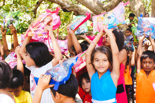 Philippines: Bolstered by successful farm profits, 415 children equipped for back to school season | by Peace Gospel