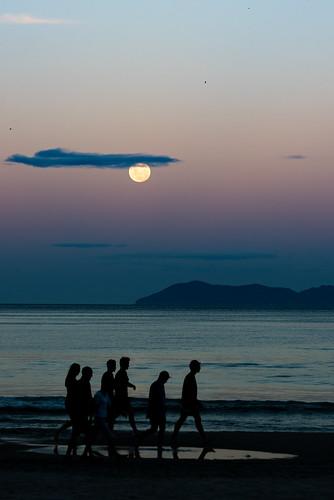waihi beach waihibeach newzealand nikond750 tamron tamron70200mmf28spdivcusd fullmoon moonrise