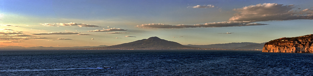 Mount Vesuvius and the Bay of Naples Sunset | A panoramic su… | Flickr