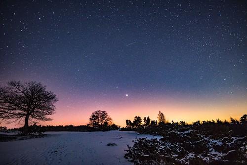 Sternenhimmel in der Phase der totalen Mondfinsternis