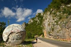 Roadside sculpture - Skulptura Jajeta