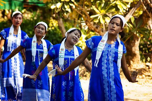 karen thaiburmaborder maesot thailand hilltribes dancing tradition
