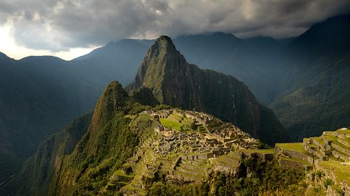 andes d850 huyanapicchu machupicchu nikon peru southamerica tomstoncel ruins culture inca godbeams sunset dramatic