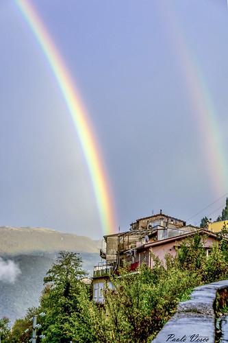 arcobaleno paese panorama case muretto rainbow village view houses parapet