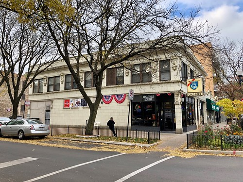 North Sheridan Road, Wrigleyville, Chicago, IL