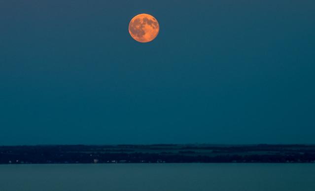 Moon / Káptalanfüred lake balaton