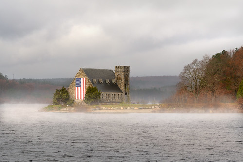 chancyrendezvous davelawler blurgasm oldstonechurch church stone architecture mist fog reservoir flag american newengland massachusetts westboylston veteransday lawler