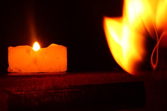 La vela, el libro y el fuego