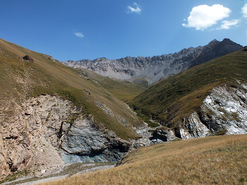 asia kyrgyzstan tash rabat mountains tian shan landscape dana iwachow dragoman overland silk road trip august 2018