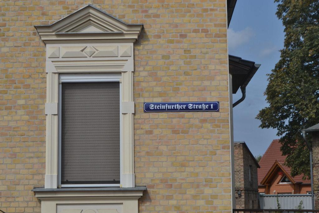Straßenschild in Frakturschrift in Lichterfelde (134FJAKA_1553)