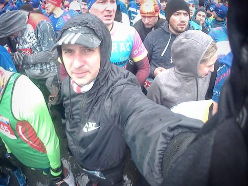 На фото множество отважных: Четвёртое ноября, дождь, холодина. Но это всё не так уж важно, А главное, что #вбегемыедины!  #четвертьмарафон #деньнародногоединства #4ноября #мыедины #10км #бегуны #лёгкаяатлетика #athletics #quartermarathon | by valerian.kadyshev