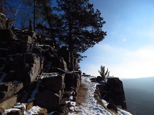 devilslake wisconsin nature hiking path pines cliff sky baraboo outdoors boulders statepark