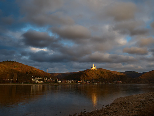rhine rhinelandpalatinate rhein rhinevalley rhens rheinlandpfalz riverrhine river fiumerheno mittelrheintal sunset clouds castle marksburg winter landscape pentax 645z