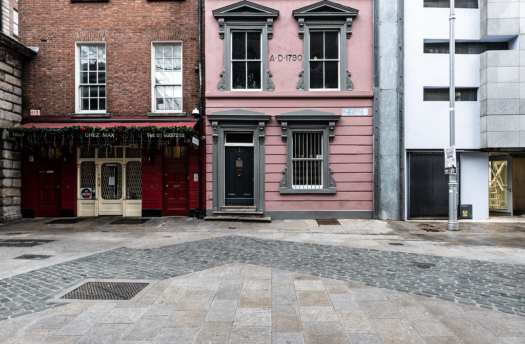 PALACE STREET IS THE SHORTEST STREET IN DUBLIN 001